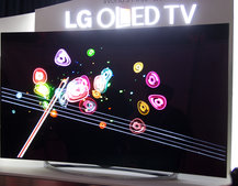 LG's 77-inch flexible 4K OLED TV will let you control the display curvature (video)