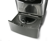 Struggling to stay on top of the laundry? LG Twin Wash System comes with two drums to ease the load