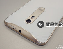 New Moto X photos flaunt sexy design, front-facing flash