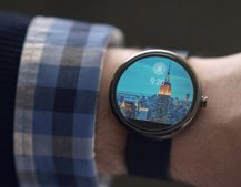 Fossil Android Wear smartwatch to arrive October, powered by Intel technology