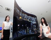 "Stunning LG ""wave"" double-sided OLED display leaves us speechless"