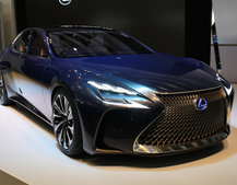 Lexus LF-FC: Future Fuel Cell concept eyes-up BMW 7 Series
