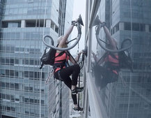 Stunning Spider-Man style skyscraper climb using LG vacuum cleaner suction alone