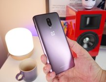 Thunder Purple OnePlus 6T in all its glorious smoky glory