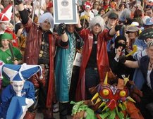 Gamers dress up to break world record