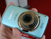 Canon IXUS 200 IS takes Canon touchscreen