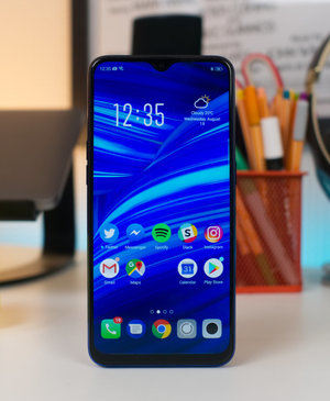 Hands on with the stunning Oppo F9, the phone with a notch you won't hate