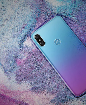 Motorola P30 looks like an iPhone X and Huawei P20 Pro mashup