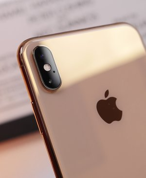 Apple might give 2019 iPhone upgraded cameras, but still no USB-C