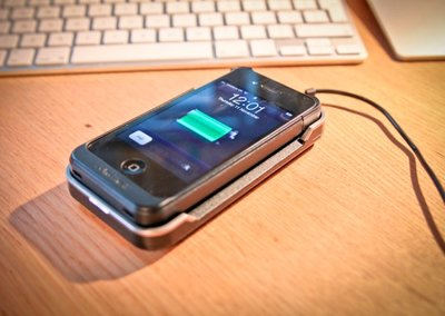 Powermat iPhone 4 case and cradle hands on