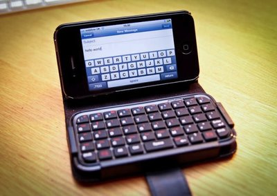 TypeTop Bluetooth Mini Keyboard Case for iPhone 4 hands-on