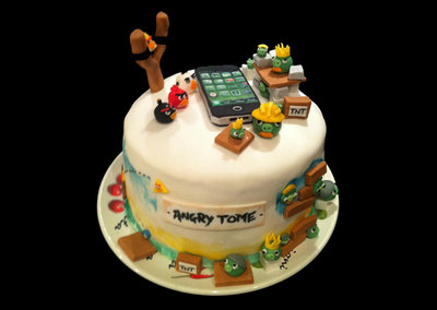 It's a cake, it's Angry Birds, it's an Angry Birds cake