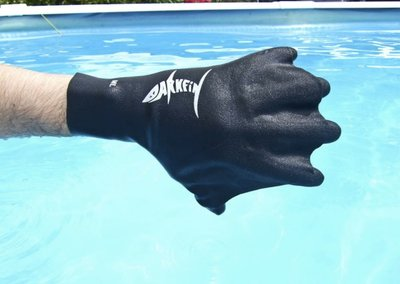 Darkfin gloves hands-on