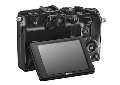 Nikon Coolpix P7100 flips out for LCD