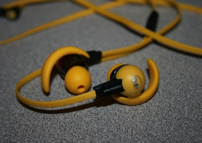 Monster iSport Livestrong earphones pictures and hands-on