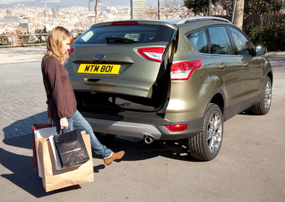 Ford Kuga goes handsfree with kick-activated boot (video)