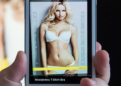 Hello Boys! Use your smartphone to strip a supermodel with Wonderbra AR