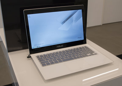 Asus Zenbook UX301 hands-on, Gorilla Glass-topped laptop is a stunner