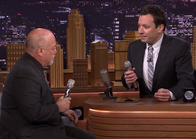 Jimmy Fallon and Billy Joel sing 'The Lion Sleeps Tonight' doo-wop with Loopy HD iPad app