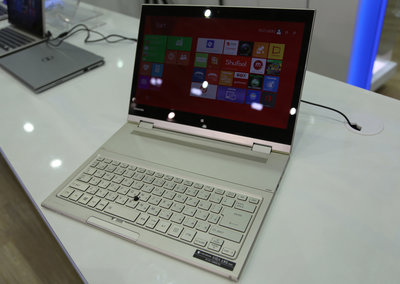 Toshiba Kira L93 pictures and hands-on