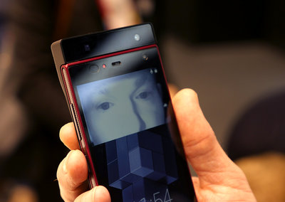 Watch as Fujitsu iris recognition tech unlocks smartphone at a glance, literally (video)
