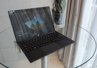 Dell XPS 12 hands-on: 4K screen 2-in-1 takes on Surface Pro 4, coming 2016