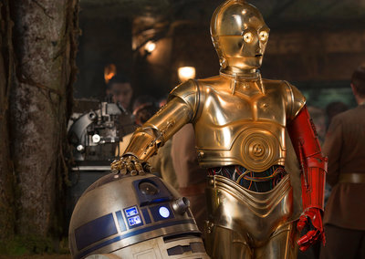 This is why C-3PO has a red arm in Star Wars: The Force Awakens