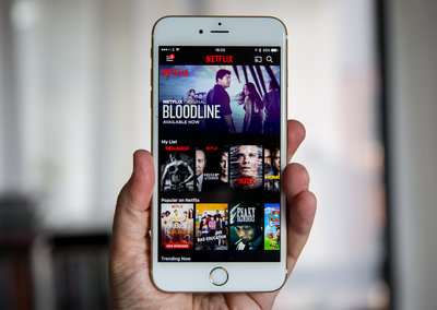 Netflix finally considering downloads for offline viewing