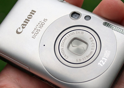 Canon IXUS 100 IS digital camera