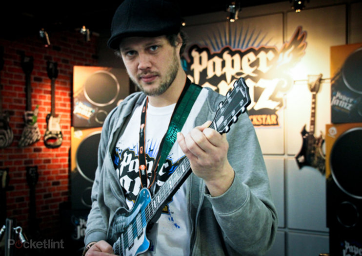 Paper Jamz Pro Guitar, Microphone and Justin Bieber Keyboard Guitar hands-on