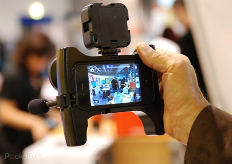 Owle Bubo: The ultimate video cameraman case for the iPhone 4, we go hands-on