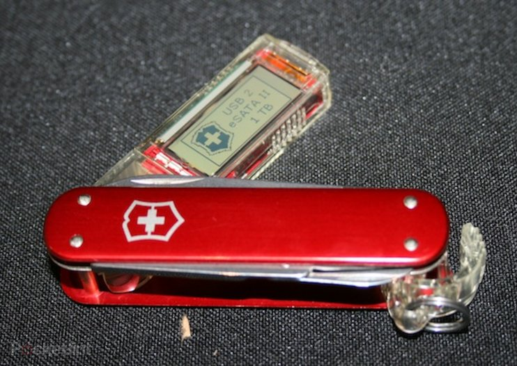 Victorinox 1TB SSD Swiss Army knife pictures and hands-on