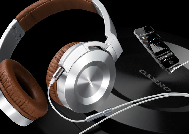 Onkyo shows its love for iPhone and iPad with dedicated ES-CTI300 and IE-CTI300 headphones