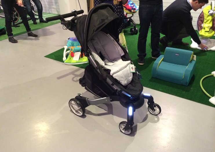 4moms Origami baby buggy comes with headlights, trip counter and more (video)