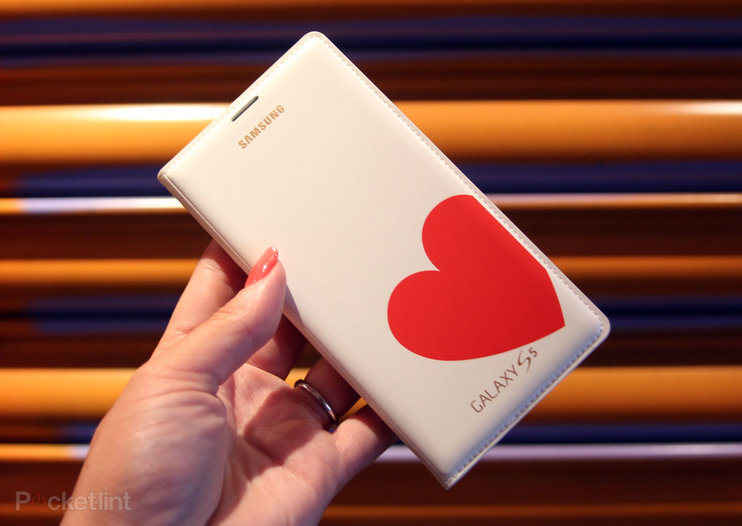 Hands-on: Samsung Galaxy S5 Moschino case and Nicholas Kirkwood case review