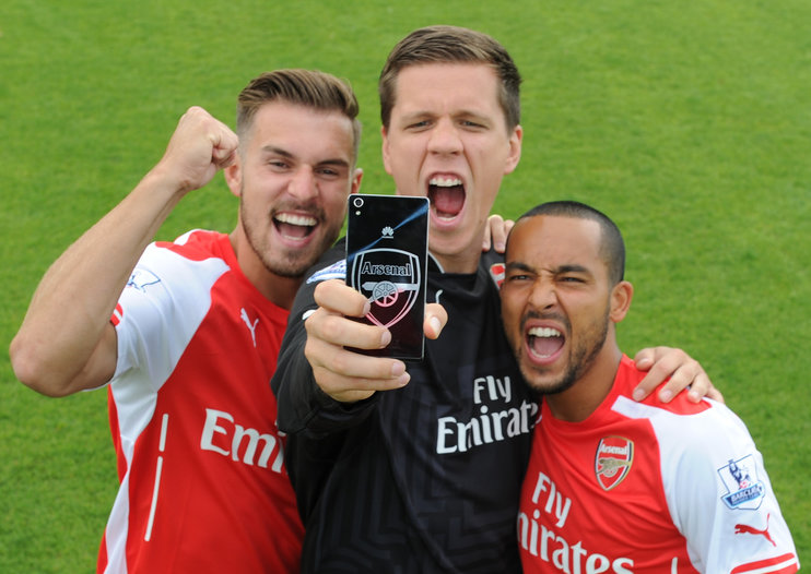WIN: 2 Huawei Ascend P7 Arsenal Edition smartphones and Arsenal replica shirts up for grabs