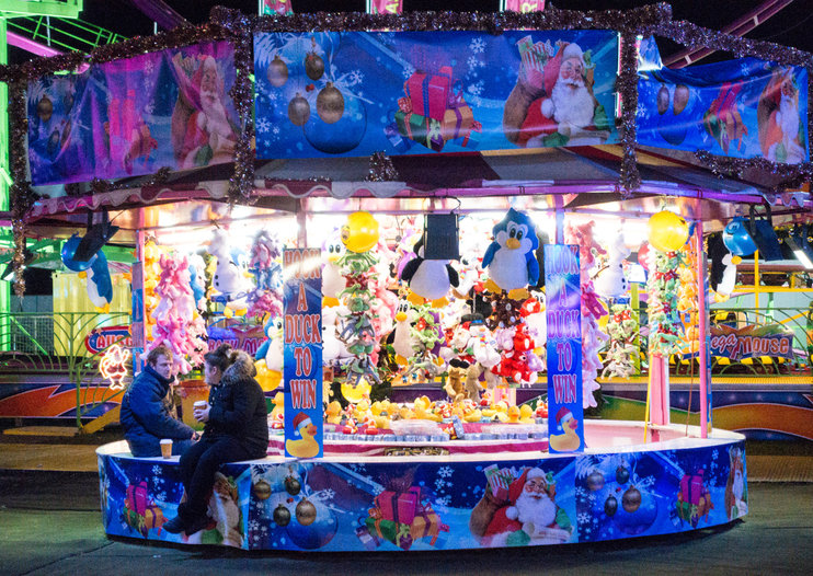 How to shoot a city at night with a compact camera: Antonio Olmos gives his 5 festive photography tips