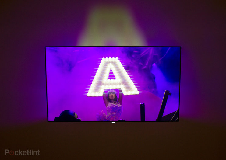 Philips AmbiLux 8900 hands-on: Expand the viewing area through projection