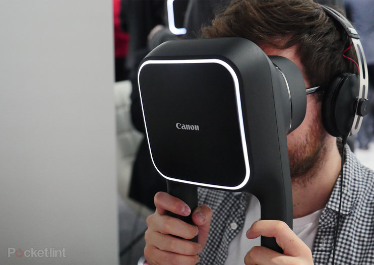 Using the Canon VR headset: Resolute but weighty handheld virtual reality solution