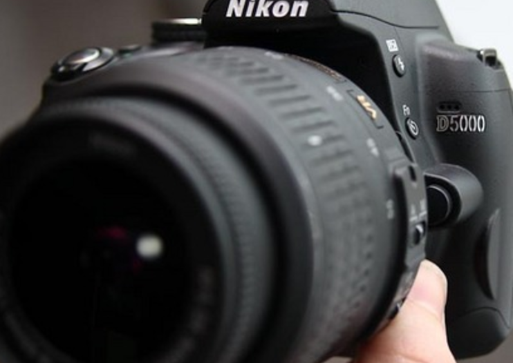 Nikon drops price of D5000 digicam