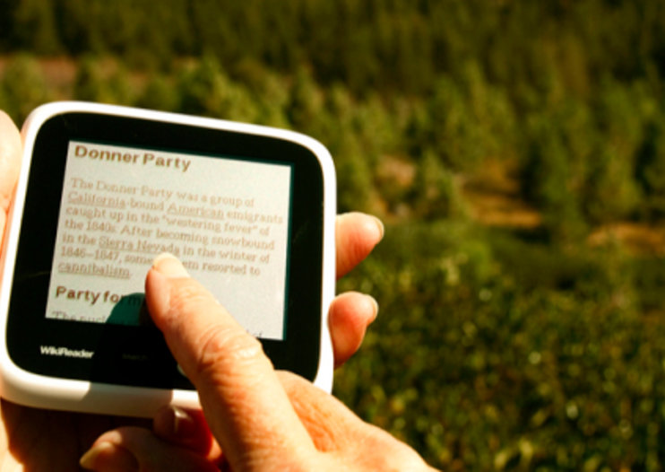 WikiReader gadget puts Wikipedia in your hand for $99