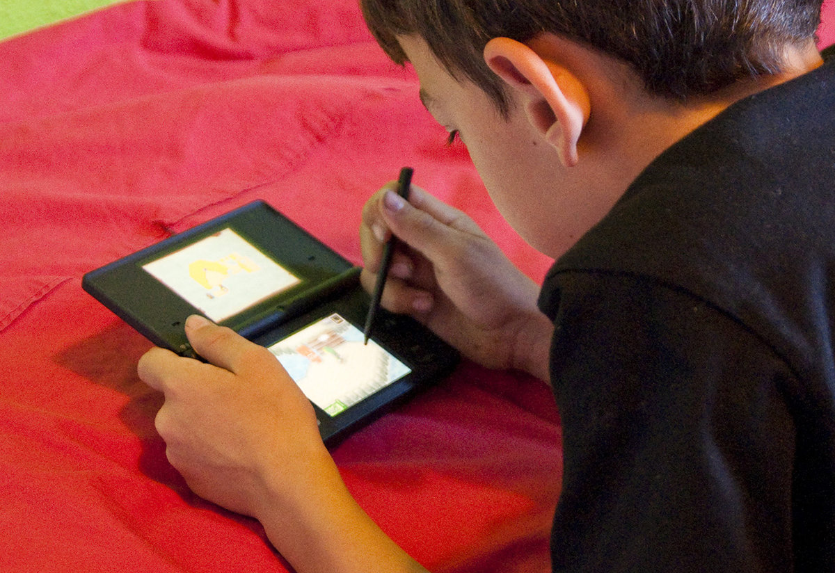 Study Finds Children With Electronics >> Uk Study Finds Videogames Have No Negative Impact On Children S