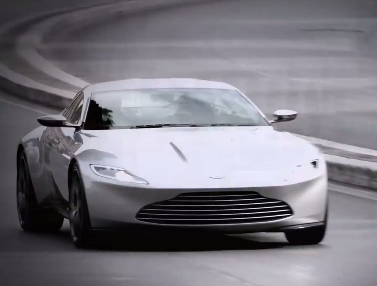 spectre set footage shows off james bond's new aston martin db1 in