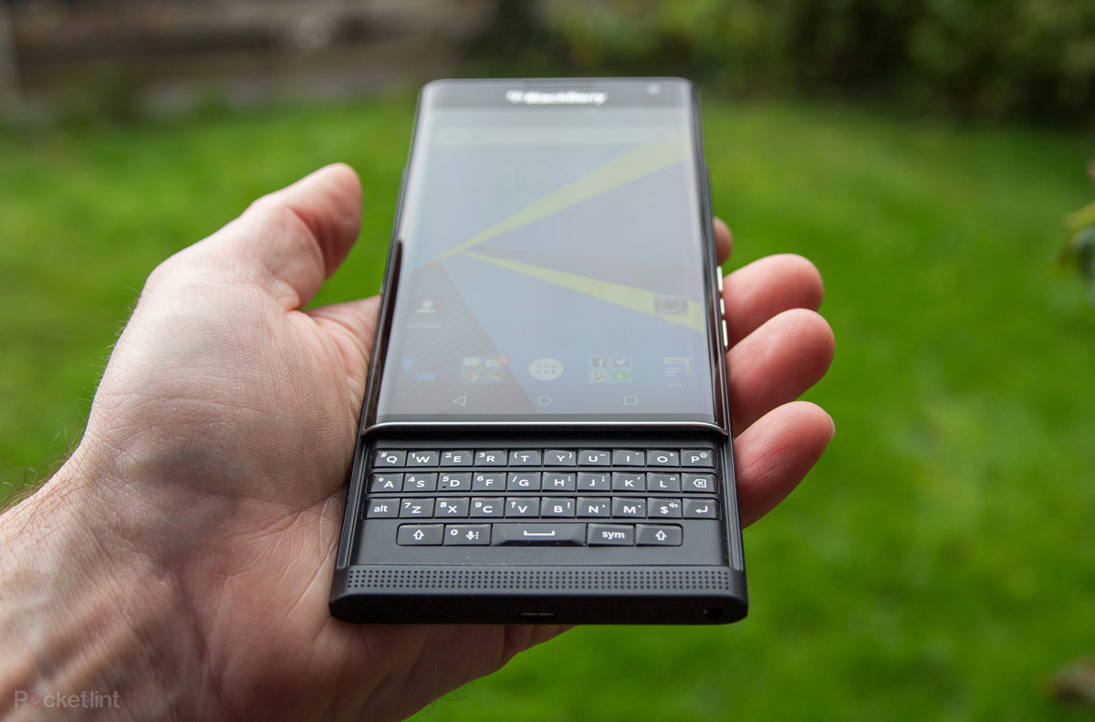 Blackberry Priv Review A Sweet And Android Pie Pocket Lint Sony Z5 Big Second Seken