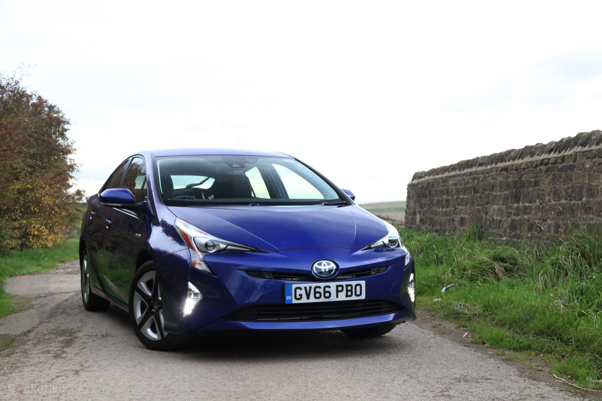 Toyota Prius Review Celebrating 20 Years Of The Hybrid Car Pocket Solar Panel Lint
