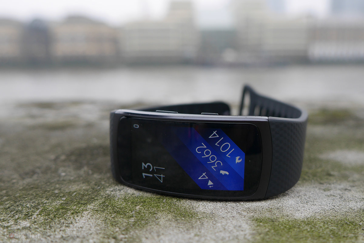 Samsung gear fit 2 gear iconx hands on putting fitness at the top - Samsung Gear Fit 2 Gear Iconx Hands On Putting Fitness At The Top 27