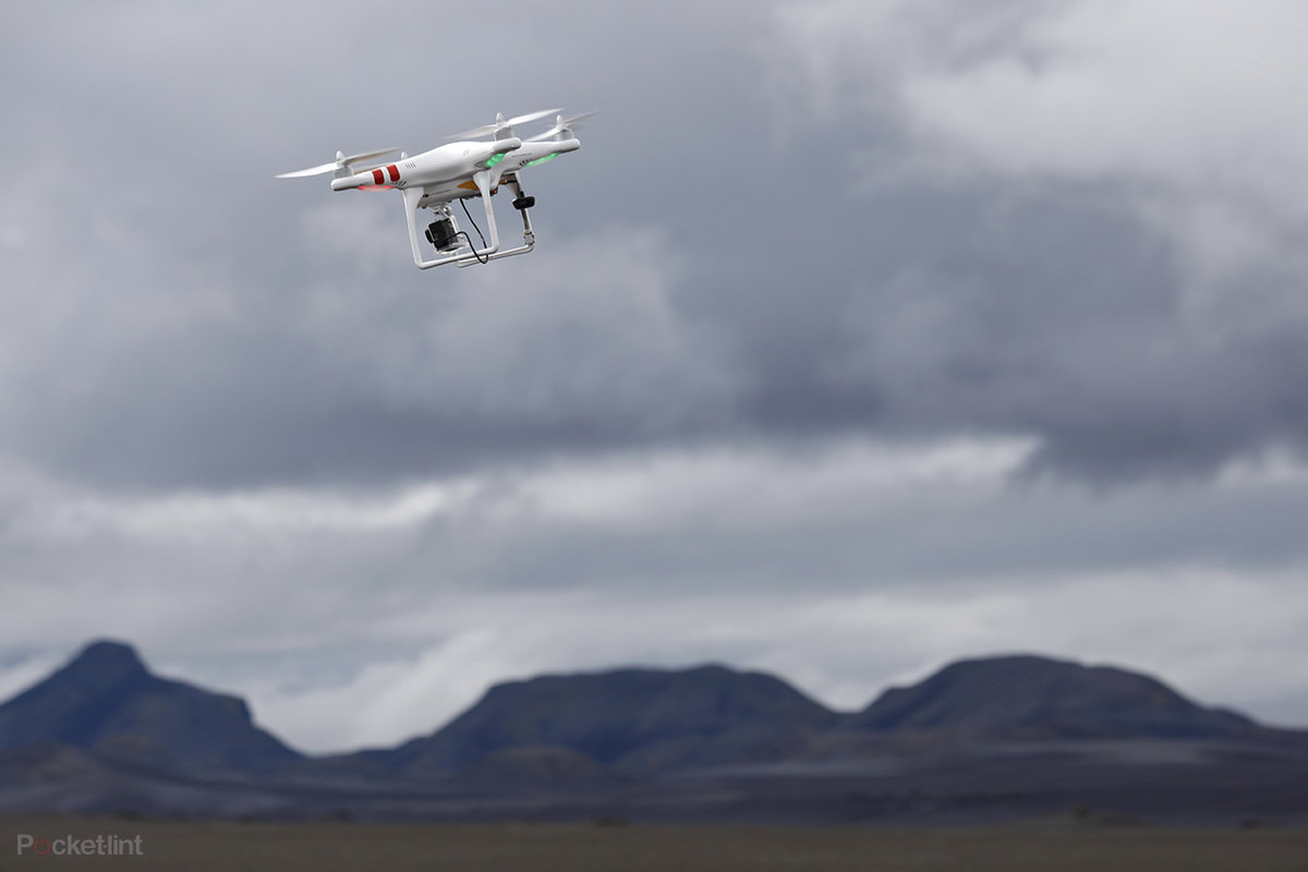 drone flying in the uk and us all the rules and regulations