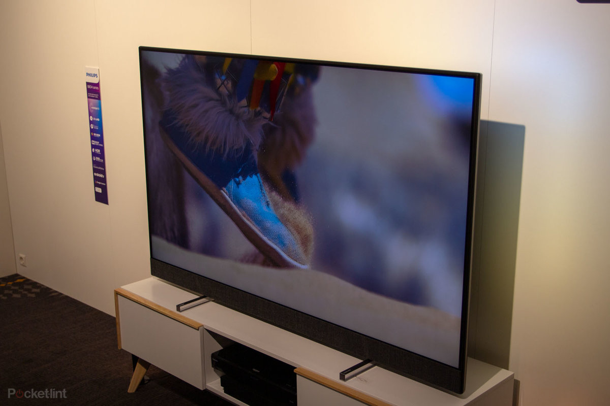 Philips 8804 initial review: Superb sound comes to LCD
