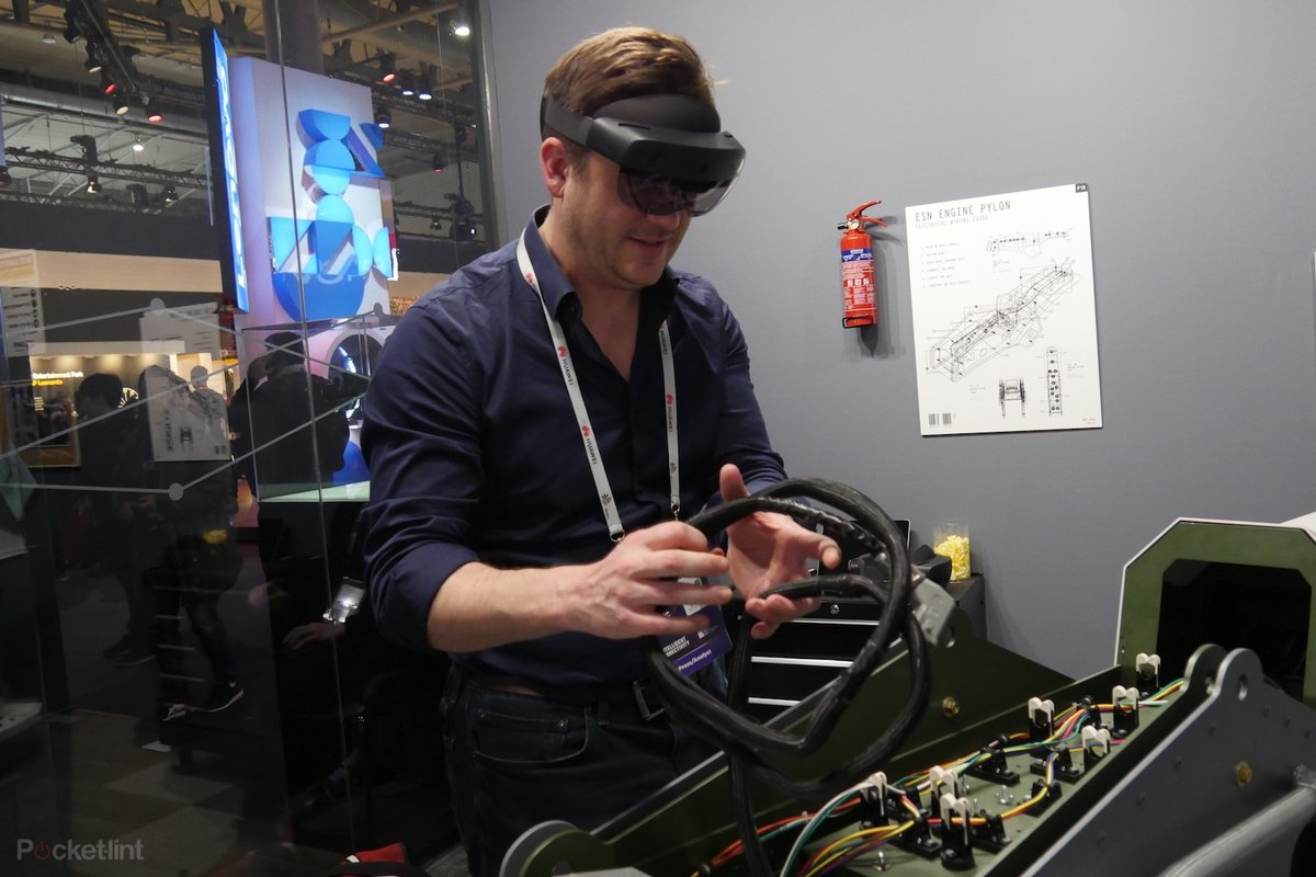 HoloLens 2 initial review