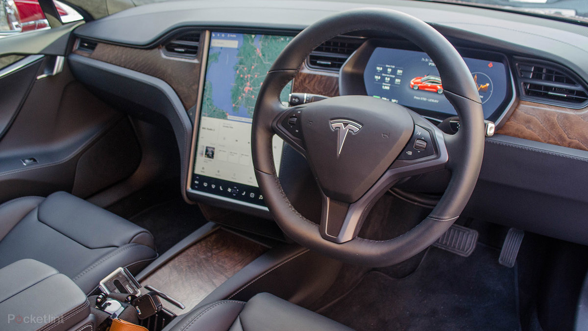 Tesla cars adding Super Breakout and 2048 to its in-display gam